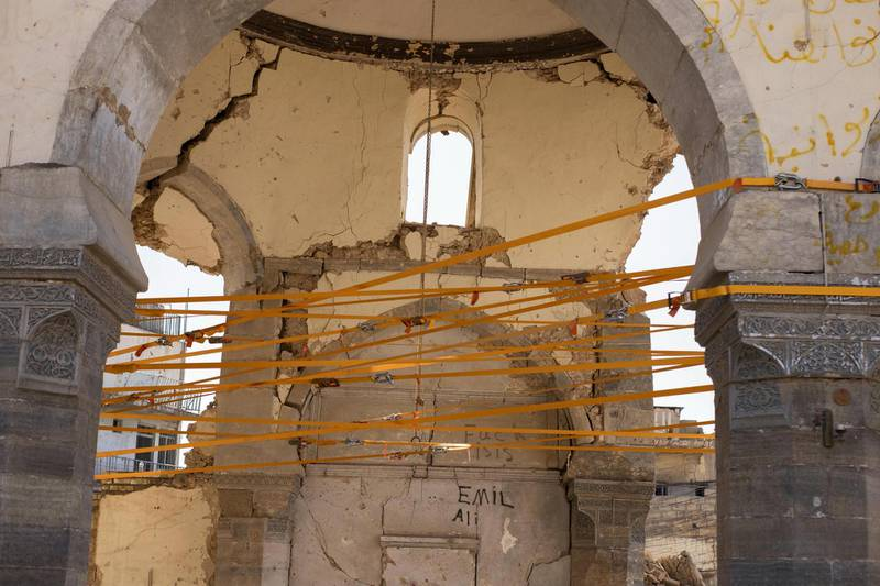Straps around the pillars. Moamin Al-Obeidi / UNESCO