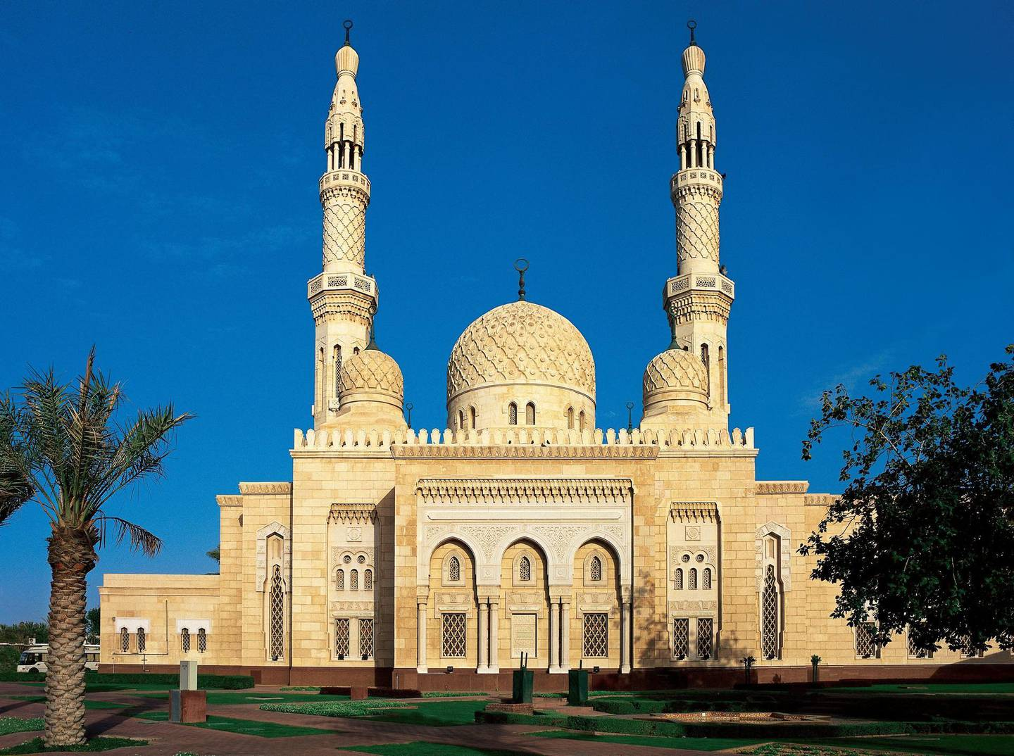 (GERMANY OUT) DUBAI: JUMEIRAH MOSQUE. The Jumeirah Mosque in Dubai, United Arab Emirates. Willy's Pictures - ullstein bild (Photo by Willy's Pictures/ullstein bild via Getty Images)