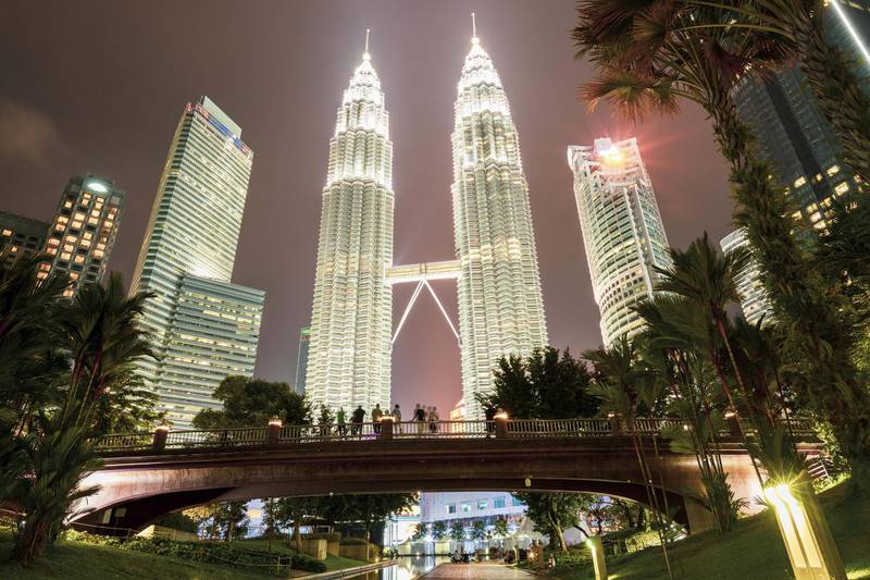2A91WMR Stunning view of the Petronas Twin Tower illuminated at dusk. The Petronas Towers are twin skyscrapers in Kuala Lumpur. Alamy