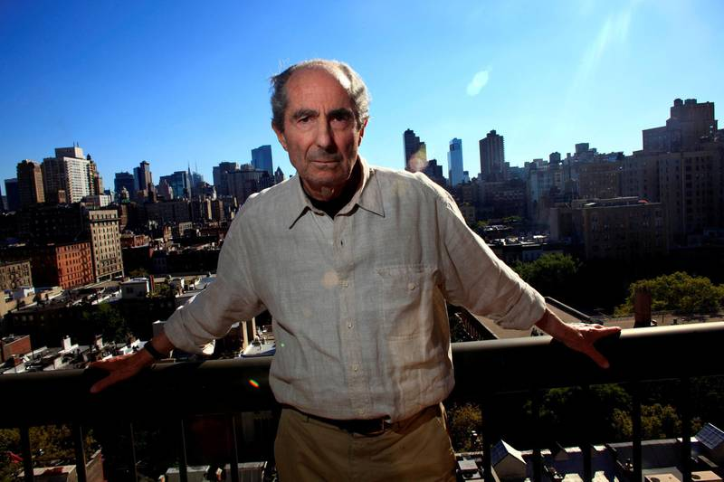 FILE PHOTO - Author Philip Roth poses in New York September 15, 2010.  REUTERS/Eric Thayer/File Photo     TPX IMAGES OF THE DAY