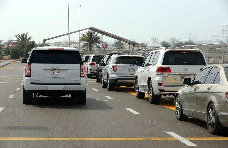 DUBAI, UNITED ARAB EMIRATES , August 9 – 2020 :- Traffic at the entrance of Ghantoot Covid testing site near the Dubai – Abu Dhabi border. (Pawan Singh / The National) For News/Online. Story by Shireena