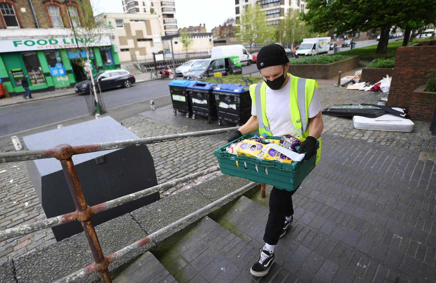 epa08369324 An emergency food is delivered to a family at a block of flats in London, Britain, 17 April 2020. Foodbanks have become an essential front-line service in the fight against Coronavirus. With untold numbers of people loosing their jobs and waiting for payments from Universal Credit emergency food deliveries are helping families and the vulnerable get through difficult times. The British government has announced a further three week lockdown due to the Coronavirus pandemic. Countries around the world are taking increased measures to stem the widespread of the SARS-CoV-2 coronavirus which causes the COVID-19 disease.  EPA/ANDY RAIN