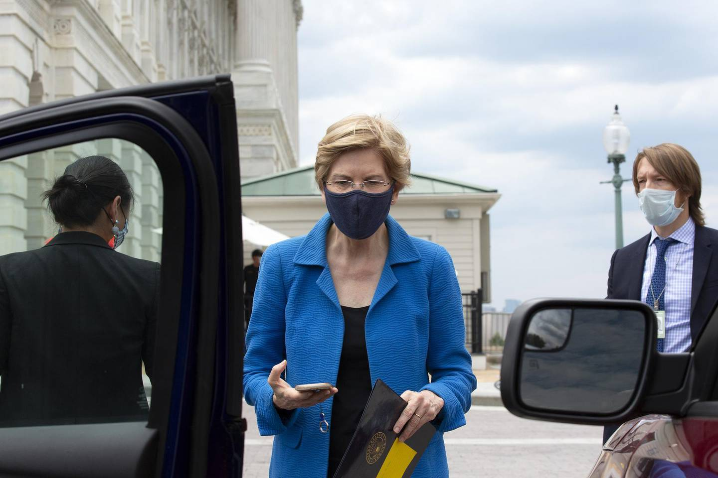 Senator Elizabeth Warren, a Democrat from Massachusetts, wears a protective mask while departing the U.S. Capitol following votes in Washington, D.C., U.S., on Thursday, June 25, 2020. Democrats yesterday blocked a Republican policing reform bill in the Senate, saying it falls far short of what is needed to enforce accountability for state and local departments in dealing with racial disparities. Photographer: Stefani Reynolds/Bloomberg