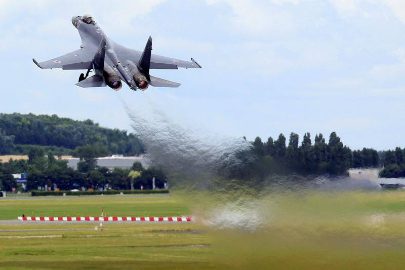 A Sukhoi Su-35 fighter takes off during a flying display, two days before the Paris Air Show, at the Le Bourget airport near Paris, June 15, 2013. The Paris Air Show runs from June 17 to 23. REUTERS/Pascal Rossignol (FRANCE - Tags: BUSINESS  AIR TRANSPORT DEFENCE)