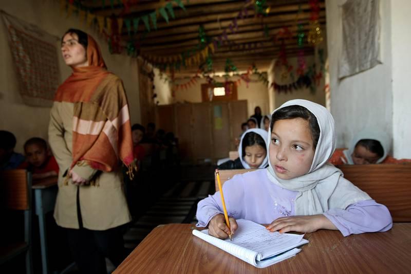 June 4, 2008 / Kabul / The Turquoise Mountain Foundation runs a small school that teaches basic reading writing and arithmetic in the Murad Khane neighborhood Kabul Afghanistan June 4, 2008. (Sammy Dallal / The National) *** Local Caption ***  SD-afgan13.jpg SD-afgan13.jpgSD-afgan13.jpg