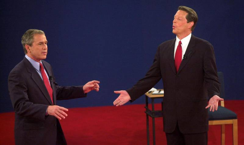 Republican presidential nominee George W. Bush (L) and Democratic presidential nominee Al Gore talk during their third debate at Washington University in St. Louis, MO, 17  October, 2000.    AFP PHOTO/Tannen MAURY (Photo by TANNEN MAURY / AFP)