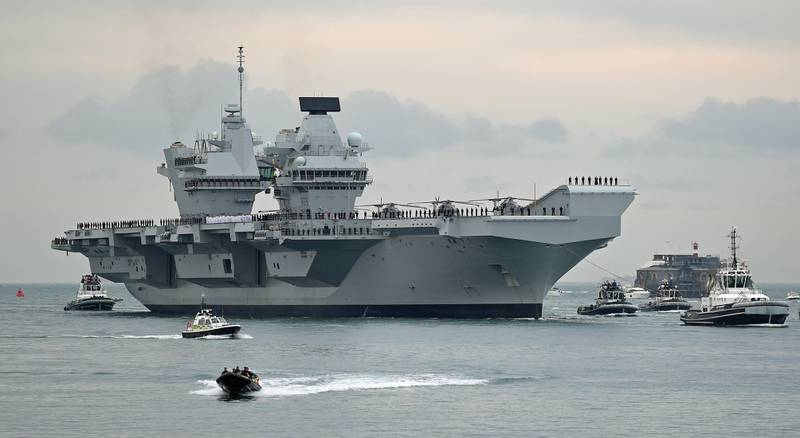 epa06146748 The British Royal Navy's new flagship, the three billon British Pounds aircraft carrier 'HMS Queen Elizabeth', arrives at her new home port of Portsmouth, Britain, 16 August 2017. The 65,000-tons, 280 meters (900 feet) long carrier that has been undergoing sea trials since setting sail in June from Rosyth dockyard in Fife, Scotland, is the biggest warship ever built in Britain.  EPA/GERRY PENNY