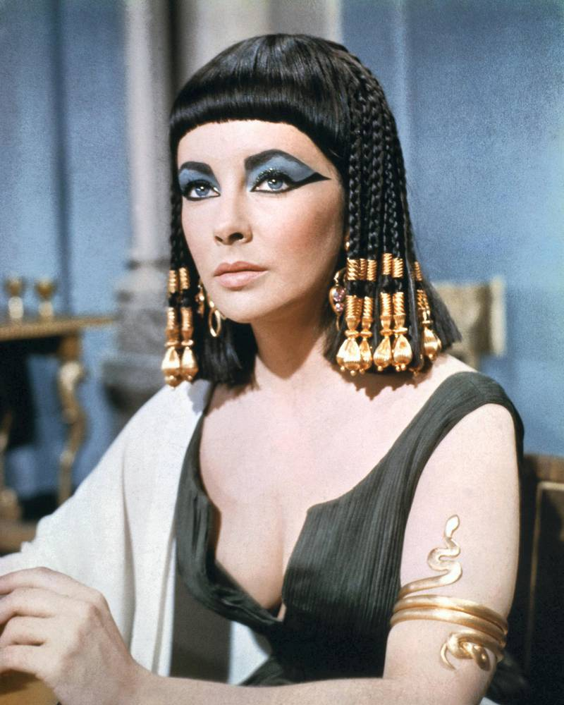 Elizabeth Taylor (1932-2011), British actress, in costume wearing eye make-up in a publicity still issued for the film, 'Cleopatra', 1963. The historical drama, directed by Joseph L. Mankiewicz (1909-1993), starred Taylor as 'Cleopatra'. (Photo by Silver Screen Collection/Getty Images) *** Local Caption *** Elizabeth Taylor