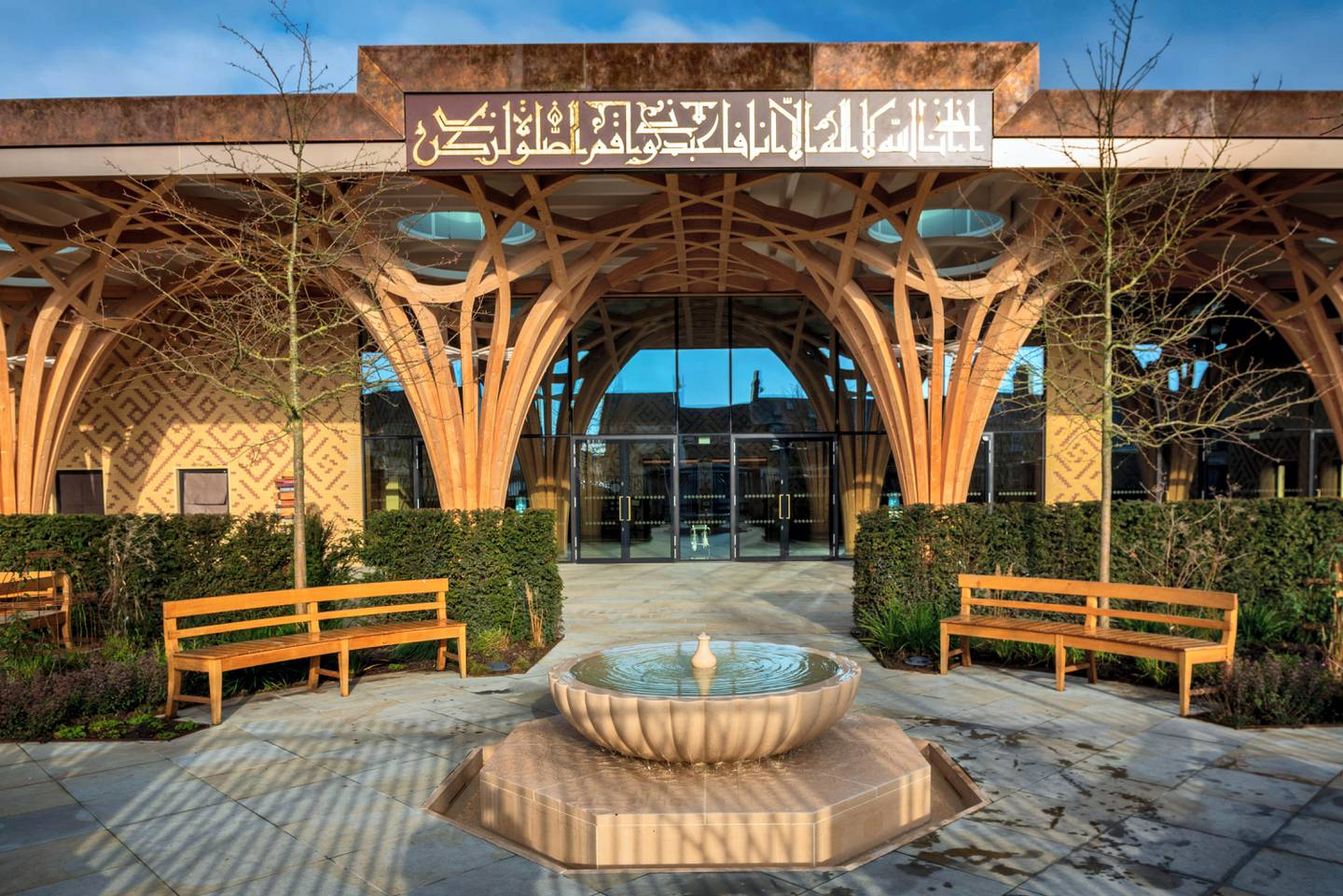 2AP6T1R Cambridge Central Mosque, Europe's first eco-friendly mosque. The first purpose-built mosque in the city of Cambridge architects Marks Barfield 2019.