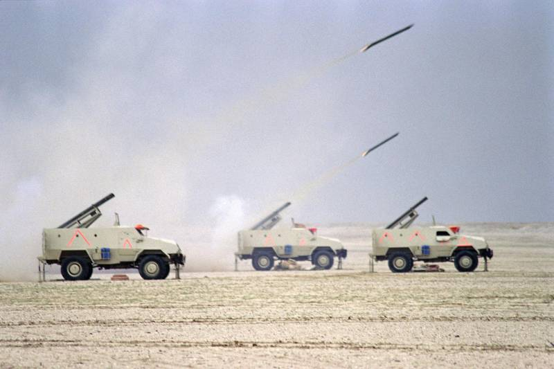 Egyptian army fire missiles on February 25, 1991 on the second day of the massive ground assault of the Allied Forces into Kuwait and Iraq. (Photo by Pascal GUYOT / AFP)