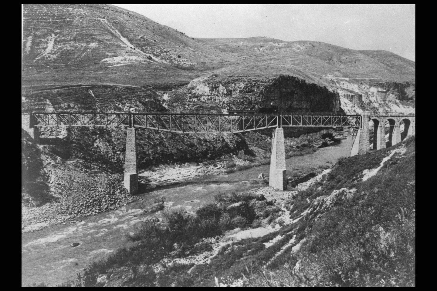 The first and largest Yarmouk Valley Bridge, over the Yarmuk Valley on the Hejaz Railway, Syria, circa 1917. During the Arab Revolt against Ottoman rule, Colonel T E Lawrence tried to destroy this bridge during his first ride through Syria in June 1917. (Photo by Pierre Perrin/Sygma via Getty Images)