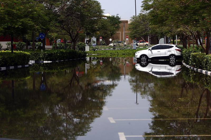 Dubai, United Arab Emirates- July,19, 2013: Leakage in Water pipes causes   heavy flood in th IBN Battuta and Greens area   in Dubai . ( Satish Kumar / The National ) For News *** Local Caption ***  SK100-Flood-06.jpg