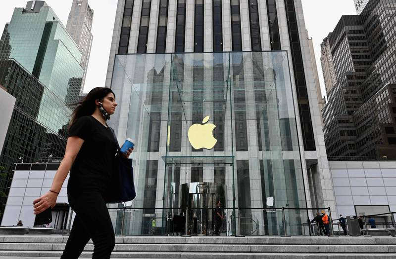 """A person walks past the Apple store on Fifth Avenue on September 28, 2020 in New York City. Coronavirus infection rates have increased at """"an alarming rate"""" in several New York neighborhoods, particularly among the Orthodox Jewish community in Brooklyn, city health authorities warned Sunday, threatening to sanction certain schools if they fail to comply with anti-virus regulations. / AFP / Angela Weiss"""
