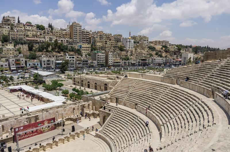 GR13T5 Amman, Jordan -May 28, 2016: Roman amphitheatre in downtown with Amman cityscape at background *** Local Caption ***  ut24no-wtgw-amman.jpg