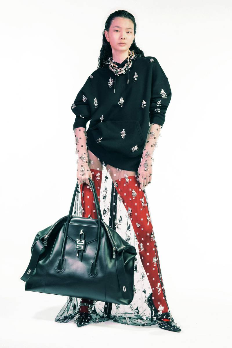 Track GIVENCHY-
