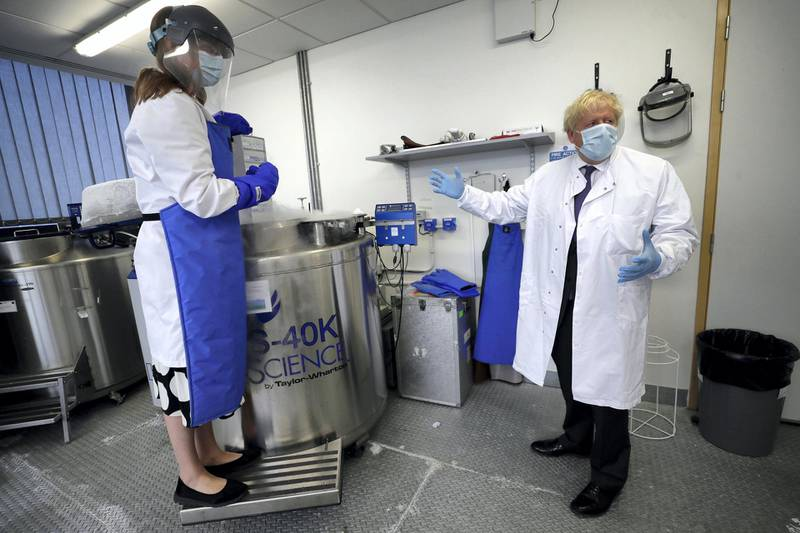 OXFORD, ENGLAND - SEPTEMBER 18: Britain's Prime Minister, Boris Johnson is shown samples stored in liquid nitrogen by Professor Kate Ewer during a visit to the Jenner Institute on September 18, 2020 in Oxford, England. The Prime Minister toured the laboratory and met scientists who are leading the COVID-19 vaccine research. (Photo by Kirsty Wigglesworth - WPA Pool/Getty Images)