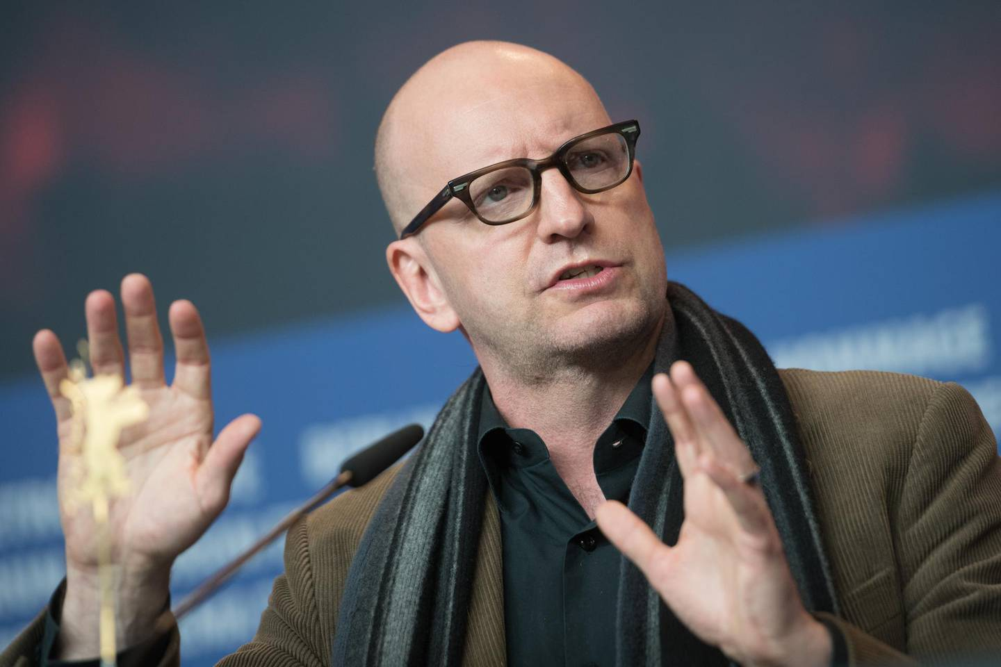 """US director Steven Soderbergh speaks during a press conference for the film """"Unsane"""" presented in competition during the 68th edition of the Berlinale film festival in Berlin on February 21, 2018. / AFP PHOTO / Stefanie LOOS"""