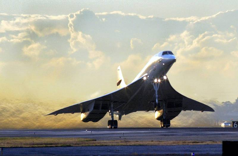 The final British Airways Concorde flight lifts off from John F. Kennedy Airport in New York on its final voyage to London, 24 October 2003. The flight was Concorde's last ever passenger flight, sending the world's only supersonic airliner flying into the history books after 27 years of shuttling the rich and rushed across the Atlantic at twice the speed of sound.   AFP PHOTO/Timothy A. CLARY (Photo by TIMOTHY A. CLARY / AFP)