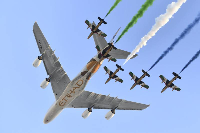 Aermacchi MB-339 jets from UAE's Al-Fursan display team perform with an Airbus A380 from Etihad Airways before the start of the Abu Dhabi Formula One Grand Prix at the Yas Marina circuit on November 26, 2017. (Photo by Andrej ISAKOVIC / AFP)