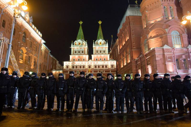 Police stand guard during a rally near the Kremlin in Moscow, Russia, on Sunday, March 18, 2018. Vladimir Putincruised to a landslide victory in Russia's presidential vote, extending his 18-year rule amid escalating confrontation with the West. Photographer: Andrey Rudakov/Bloomberg