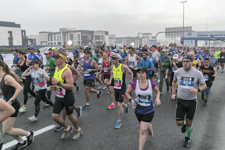 DUBAI, UNITED ARAB EMIRATES - Jan 26, 2018.  7pm start for the Standard Chartered Dubai Marathon Masses race. (Photo by Reem Mohammed/The National)Reporter: AmithSection: NA + SP