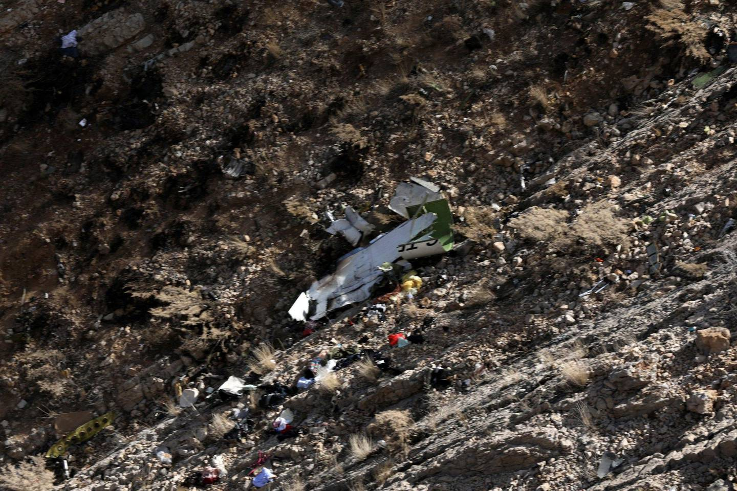 epa06597632 A view on the wreckage of Turkish Private jet is seen on a slope of a mountain around the city of Shahr-e Kord, Iran, 12 March 2018. According to media reports, 11 people died in the small Turkish private plane crash flying from United Arab Emirates to Istanbul on 11 March 2018, so far 10 bodies wew recovered from the wreckage.  EPA/ALIREZA MOTAMEDI BEST QUALITY AVAILABLE