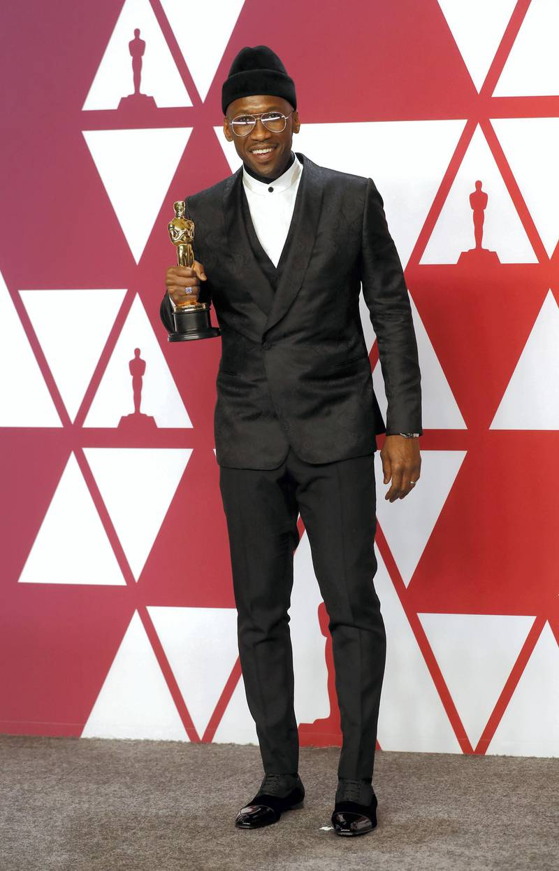 epa07395455 Mahershala Ali holds his award for Actor in a Supporting Role for 'Green Book' as he poses in the press room during the 91st annual Academy Awards ceremony at the Dolby Theatre in Hollywood, California, USA, 24 February 2019. Mahershala Ali wears suit by Ermenegildo Zegna XXX. The Oscars are presented for outstanding individual or collective efforts in 24 categories in filmmaking.  EPA-EFE/ETIENNE LAURENT *** Local Caption *** 55011244
