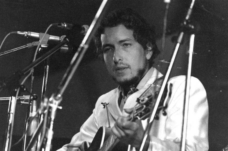 1969:  American singer-songwriter Bob Dylan in concert at the Isle of Wight Pop Festival.  (Photo by William Lovelace/Express/Getty Images)