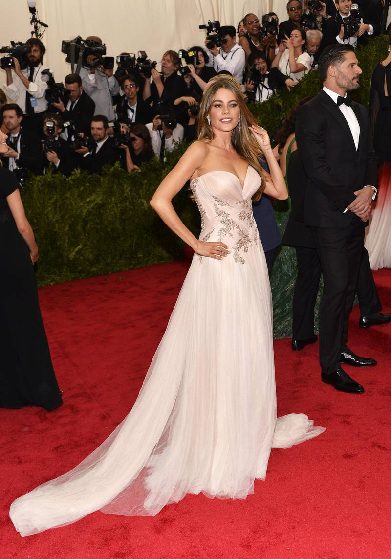 epa04733359 Sofia Vergara arrives for the 2015 Anna Wintour Costume Center Gala held at the New York Metropolitan Museum of Art in New York, New York, USA, 04 May 2015. The Costume Institute will present the exhibition 'China: Through the Looking Glass' at The Metropolitan Museum of Art from 07 May to 16 August 2015.  EPA/JUSTIN LANE