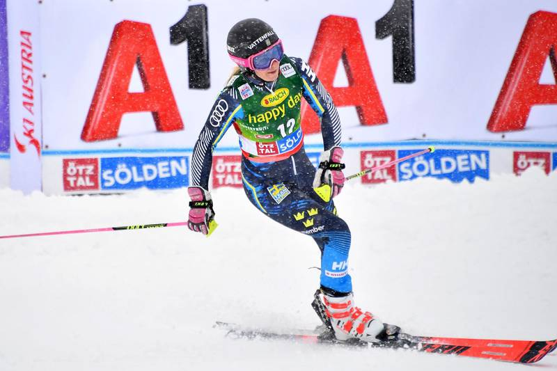 Frida Handsdotter of Sweden reacts after competing in the second run of the Women's giant slalom at the FIS ski World cup on October 27, 2018 in Soelden, Austria.  / AFP / JOE KLAMAR