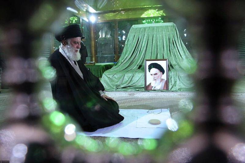 Iran's Supreme Leader Ayatollah Ali Khamenei pray next to the grave of Imam Iran's late founder of Islamic Revolution Ayatollah Ruhollah Khomeini, on the occasion of the anniversary of Khoemeini's return to Iran, in Tehran, Iran February 1, 2020. Official Khamenei website/Handout via REUTERS ATTENTION EDITORS - THIS IMAGE WAS PROVIDED BY A THIRD PARTY. NO RESALES. NO ARCHIVES