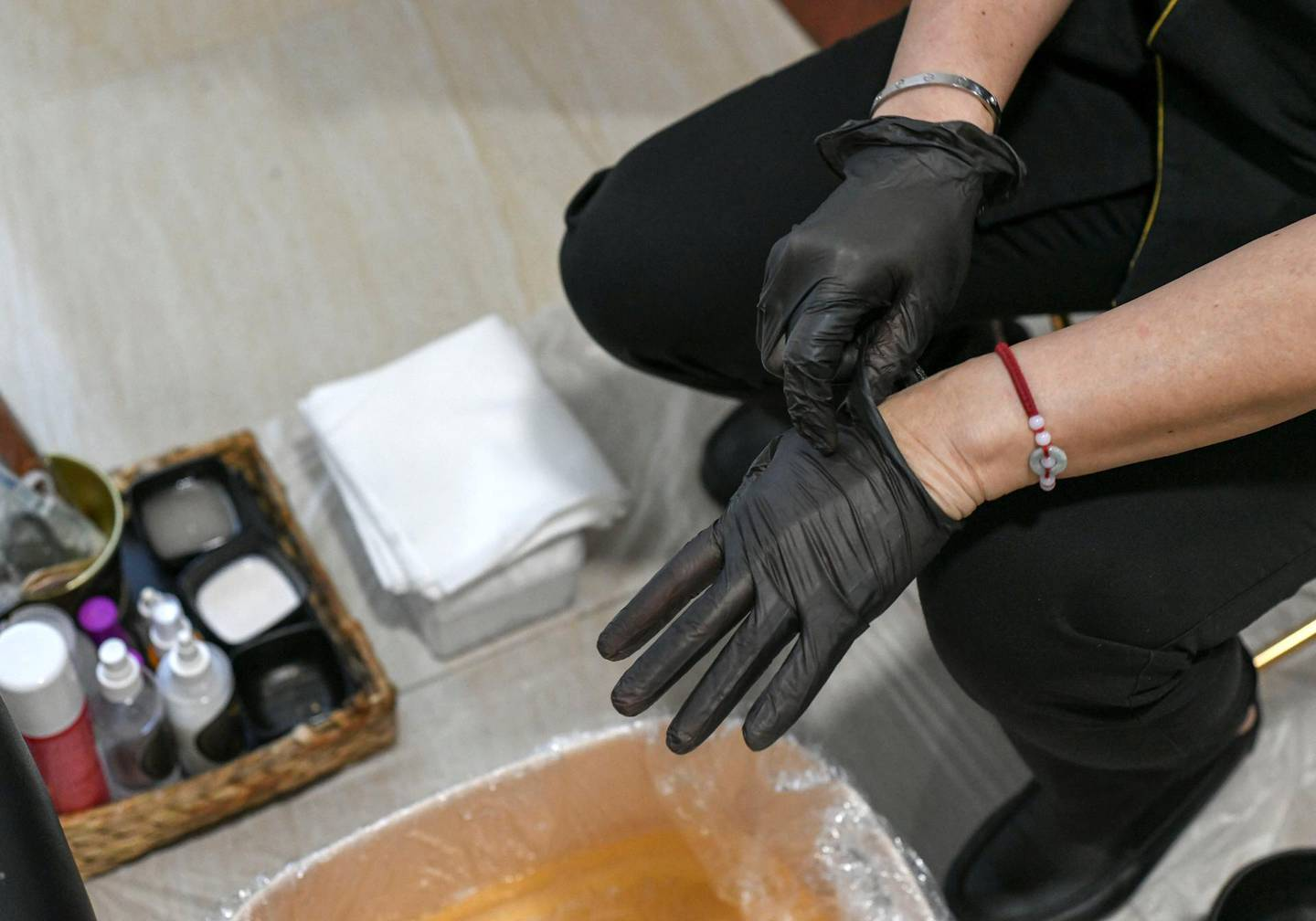 Abu Dhabi, United Arab Emirates - All technicians compulsory wear gloves as part of their uniform for the home service from Roe Spa, in Tourist Club Area. Khushnum Bhandari for The National