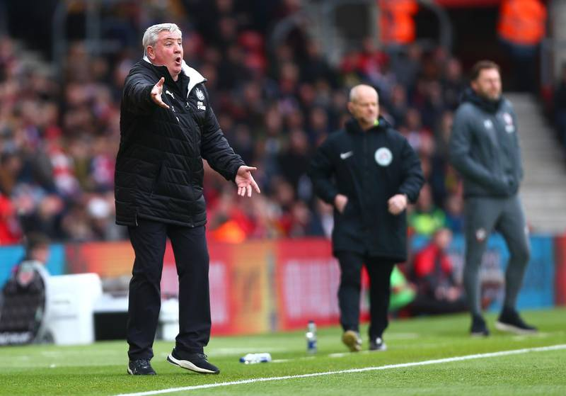 SOUTHAMPTON, ENGLAND - MARCH 07: Steve Bruce, Manager of Newcastle United shouts instructions to his team during the Premier League match between Southampton FC and Newcastle United at St Mary's Stadium on March 07, 2020 in Southampton, United Kingdom. (Photo by Jordan Mansfield/Getty Images)