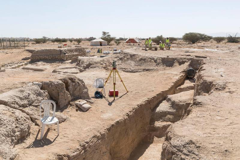 AL AIN, UNITED ARAB EMIRATES. 19 November 2017. Tour of the historically important archaeological site in Hili, Al Ain. Workers excavate parts of the site to be sifted trough water and then sorted by hand for fragments that could lead to new discoveries. (Photo: Antonie Robertson/The National) Journalist: John Dennehy. Section: Weekend.