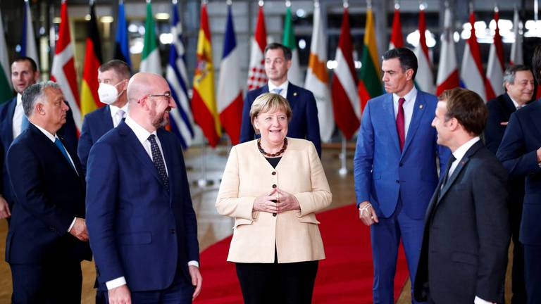 An image that illustrates this article EU leaders in standing ovation for Angela Merkel as they seek migration plan