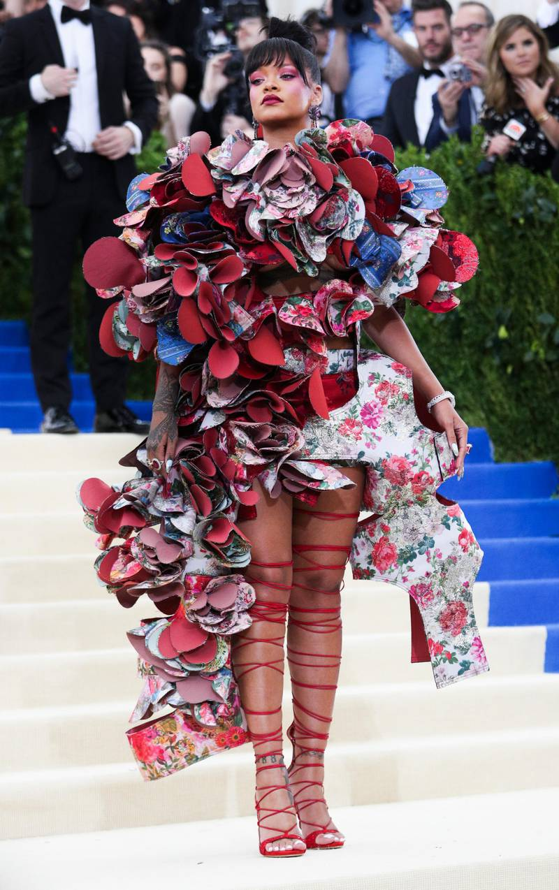 epa05939874 Rihanna arrives on the red carpet for the Metropolitan Museum of Art Costume Institute's benefit celebrating the opening of the exhibit 'Rei Kawakubo/Comme des Garons: Art of the In-Between' in New York, New York, USA, 01 May 2017. The exhibit will be on view at the Metropolitan Museum of Art's Costume Institute from 04 May to 04 September 2017.  EPA/JUSTIN LANE