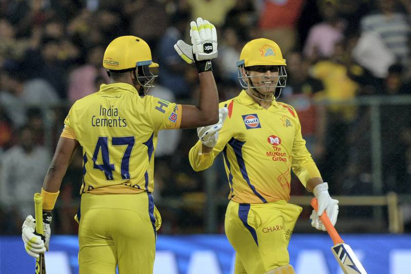 Chennai Super Kings batsman DJ Bravo (L) celebrates his team's victory with captain Mahendra Singh Dhoni after the 2018 Indian Premier League (IPL) Twenty20 cricket match between Royal Challengers Bangalore and Chennai Super Kings at The M. Chinnaswamy Stadium in Bangalore on April 25, 2018. - Chennai Super Kings chased down a target of 206 runs set by Royal Challengers Bangalore. (Photo by Manjunath KIRAN / AFP) / ----IMAGE RESTRICTED TO EDITORIAL USE - STRICTLY NO COMMERCIAL USE----- / GETTYOUT