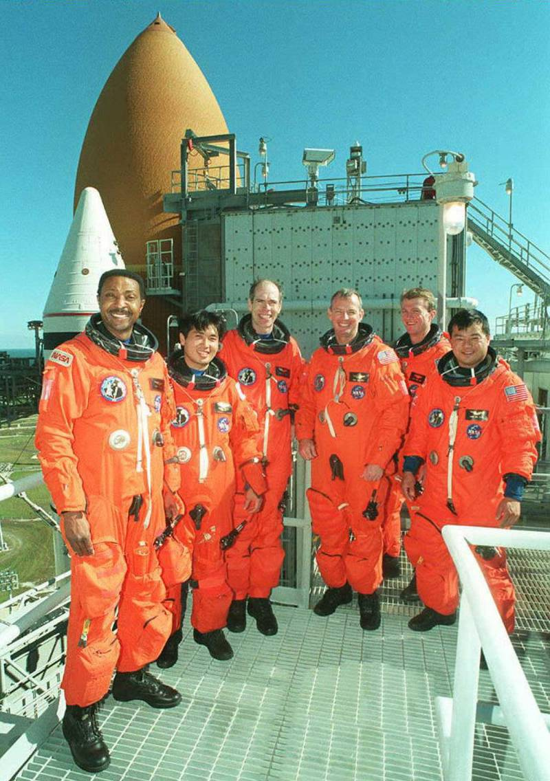 Pumpkin Suit - Space Shuttle Endeavour crew (L-R) Winston Scott, Japanese Astronaut Koichi Wakata, Dan Barry, Commander Brian Duffy, Pilot Brent Jett and Leroy Chiao pose for photo 12 December on the service structure at Kennedy Space Center's Launch Pad 39-B.  The Mission STS-72 crew are in Florida to participate in training and a practice countdown for their planned 11 January mission to retrieve and return a Japanese satellite.       AFP PHOTO   NASA (Photo by NASA PHOTO / AFP)