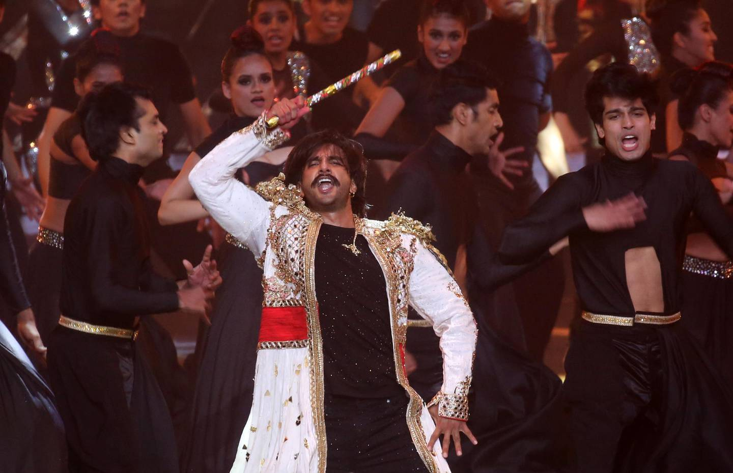 epa07851298 Indian actor Ranveer Singh performs during the 20th International Indian Film Academy (IIFA) awards ceremony in Mumbai, India, 18 September 2019. The IIFA awards are prizes presented by the International Indian Film Academy every year to honour artistic and technical excellence of professionals in Bollywood.  EPA/DIVYAKANT SOLANKI