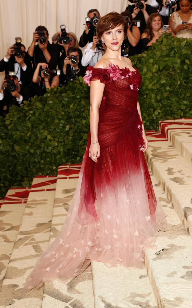 epa06718066 Scarlett Johansson arrives on the red carpet for the Metropolitan Museum of Art Costume Institute's benefit celebrating the opening of the exhibit 'Heavenly Bodies: Fashion and the Catholic Imagination' in New York, New York, USA, 07 May 2018. The exhibit will be on view at the Metropolitan Museum of Art's Costume Institute from 10 May to 08 October 2018.  EPA-EFE/JUSTIN LANE