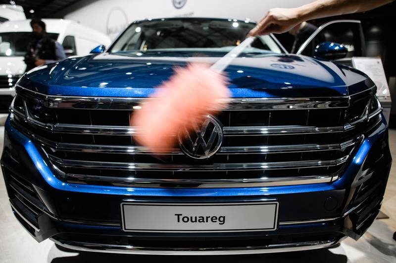 epa06708938 An assistant cleans a VW Touareg SUV car prior to the annual general meeting (AGM) in Berlin, Germany, 03 May 2018. Volkswagen shareholders are gathering for the annual shareholders' meeting, following the Diesel motor manipulation and animal testing scandals.  EPA/CLEMENS BILAN