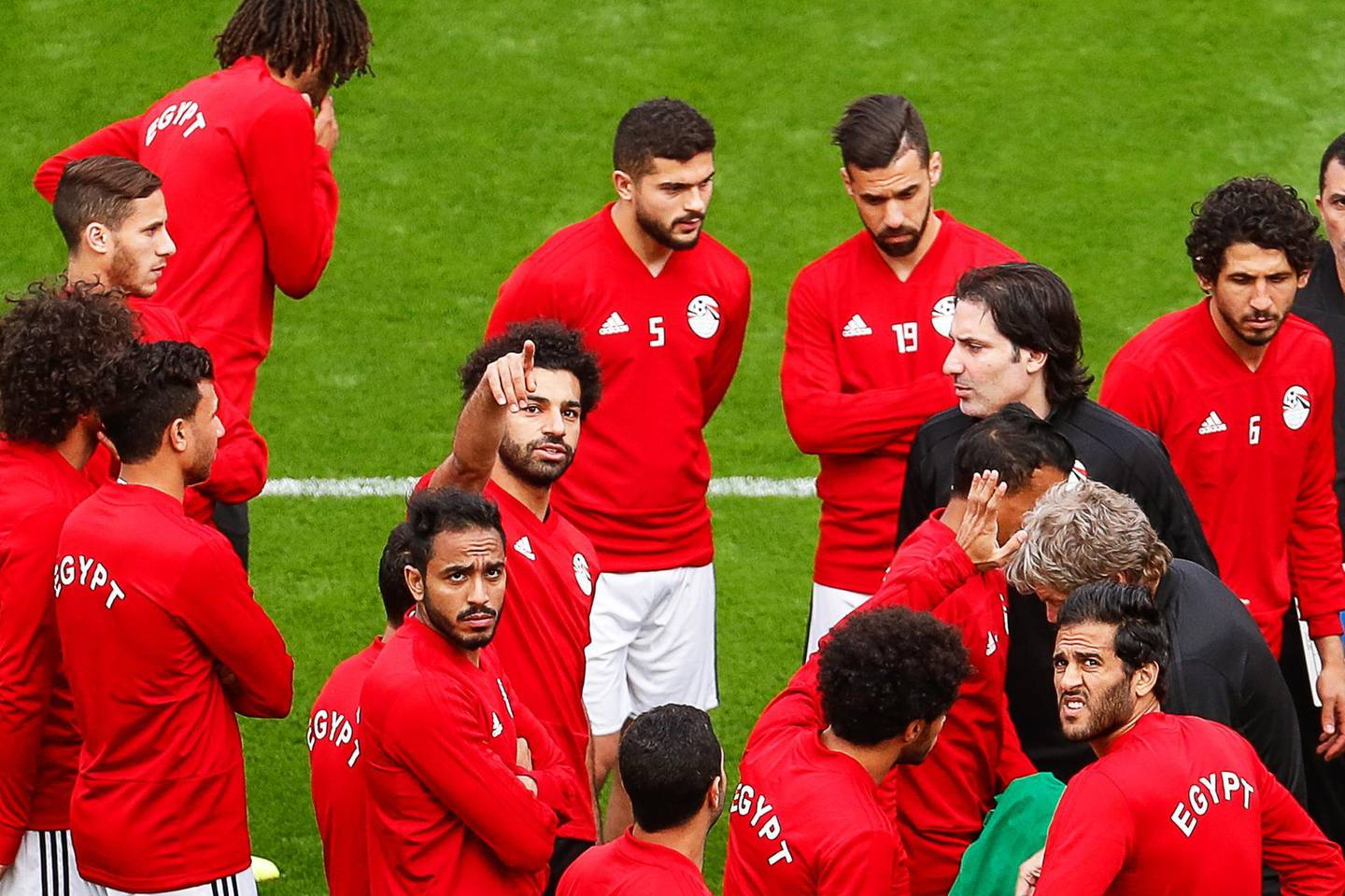 epa06806902 Egypt's Mohamed Salah (C) attends his team's training session in Ekaterinburg, Russia, 14 June 2018. Egypt will face Uruguay in the FIFA World Cup 2018 group A preliminary round soccer match on 15 June 2018.  (RESTRICTIONS APPLY: Editorial Use Only, not used in association with any commercial entity - Images must not be used in any form of alert service or push service of any kind including via mobile alert services, downloads to mobile devices or MMS messaging - Images must appear as still images and must not emulate match action video footage - No alteration is made to, and no text or image is superimposed over, any published image which: (a) intentionally obscures or removes a sponsor identification image; or (b) adds or overlays the commercial identification of any third party which is not officially associated with the FIFA World Cup)  EPA/ROMAN PILIPEY   EDITORIAL USE ONLY