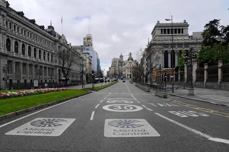 View taken of the empty Alcala street in Madrid on April 1, 2020, during a national lock-down to prevent the spread of the new coronavirus. - Spain confirmed another 864 deaths in 24 hours from the coronavirus today, bringing the total number of deaths to more than 9000. (Photo by JAVIER SORIANO / AFP)
