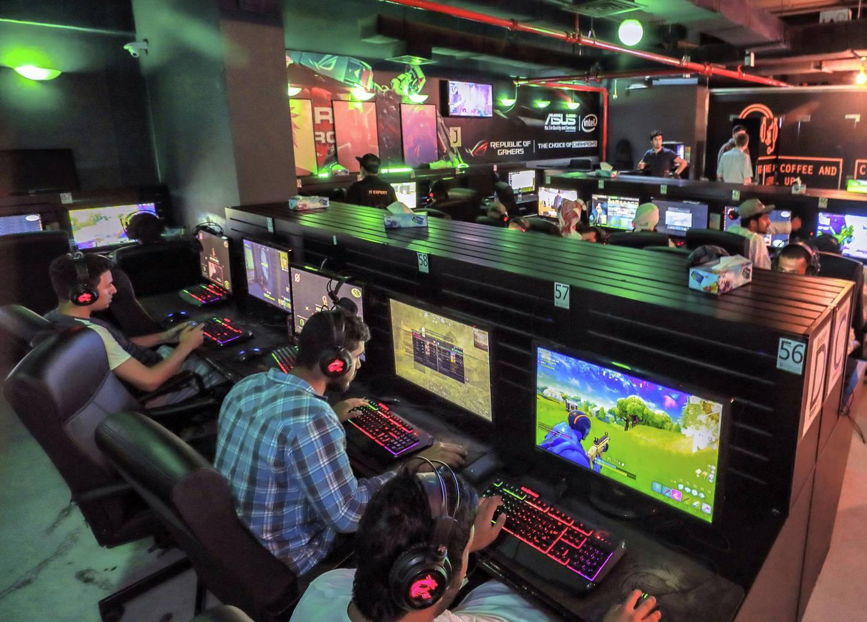 Abu Dhabi, U.A.E., June 5, 2018.  Ramadan series, midnight at… SUBJECT NAME: Gee Gees Gaming café Reporter:    John Dennehy Section:  National