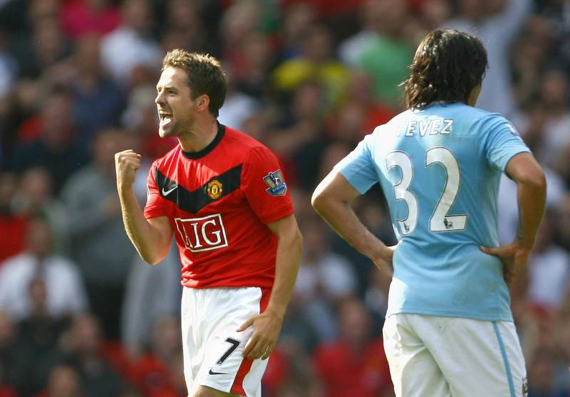MANCHESTER, ENGLAND - SEPTEMBER 20:  Michael Owen of Manchester United celebrates scoring the winning goal in injury time during the Barclays Premier League match between Manchester United and Manchester City at Old Trafford on September 20, 2009 in Manchester, England.  (Photo by Alex Livesey/Getty Images) *** Local Caption *** Michael Owen;Carlos Tevez