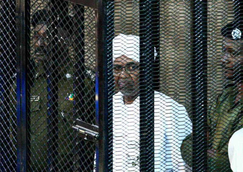 """Sudan's ex-president Omar al-Bashir appears in court in the capital Khartoum on August 31, 2019 to face charges of illegal acquisition and use of foreign funds. - Authorities """"seized 6.9 million euros, $351,770 and 5.7 million Sudanese pounds at (Bashir's) home which he acquired and used illegally,"""" said judge Al-Sadiq Abdelrahman. (Photo by Ebrahim HAMID / AFP)"""