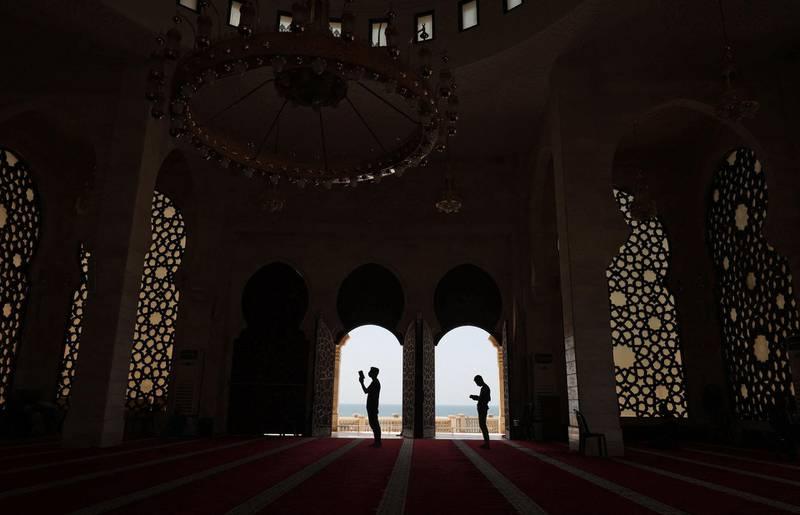 TOPSHOT - Muslim worshippers pray at Gaza City's Al-Khaledi Mosque on April 30, 2021, on the third Friday of the holy month of Ramadan, believed by Muslims to be the month when the holy book was first revealed to the Prophet Mohamed.  / AFP / MOHAMMED ABED