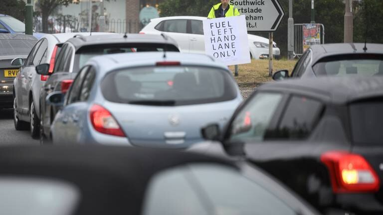An image that illustrates this article Emergency visa scheme criticised as UK government says fill up as normal