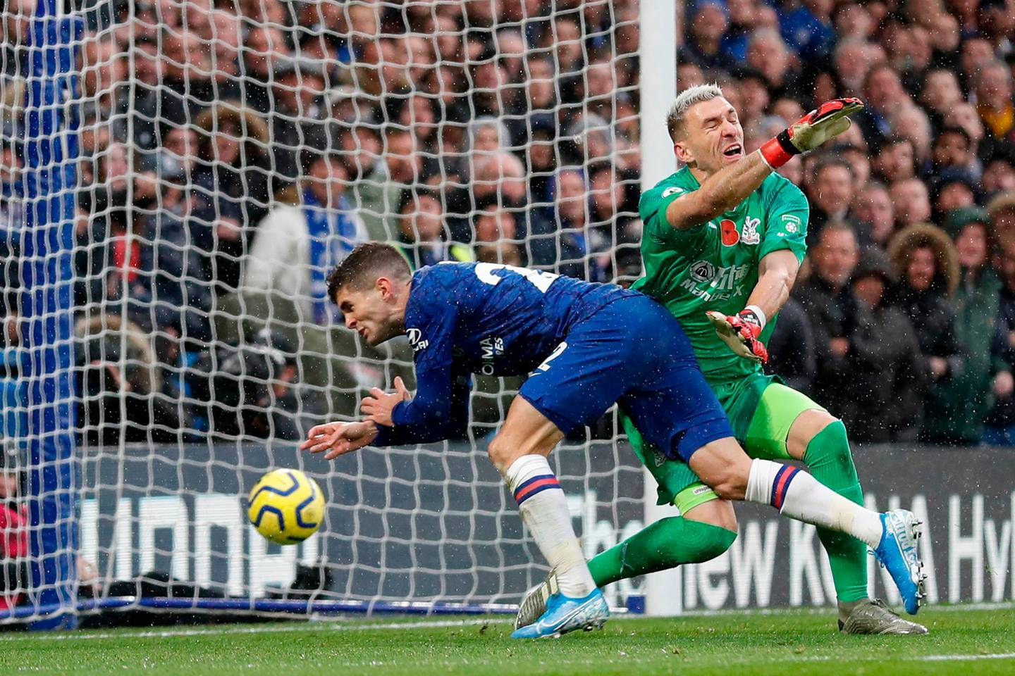 Chelsea's US midfielder Christian Pulisic scores his team's second goal during the English Premier League football match between Chelsea and Crystal Palace at Stamford Bridge in London on November 9, 2019. RESTRICTED TO EDITORIAL USE. No use with unauthorized audio, video, data, fixture lists, club/league logos or 'live' services. Online in-match use limited to 120 images. An additional 40 images may be used in extra time. No video emulation. Social media in-match use limited to 120 images. An additional 40 images may be used in extra time. No use in betting publications, games or single club/league/player publications.  / AFP / Adrian DENNIS / RESTRICTED TO EDITORIAL USE. No use with unauthorized audio, video, data, fixture lists, club/league logos or 'live' services. Online in-match use limited to 120 images. An additional 40 images may be used in extra time. No video emulation. Social media in-match use limited to 120 images. An additional 40 images may be used in extra time. No use in betting publications, games or single club/league/player publications.