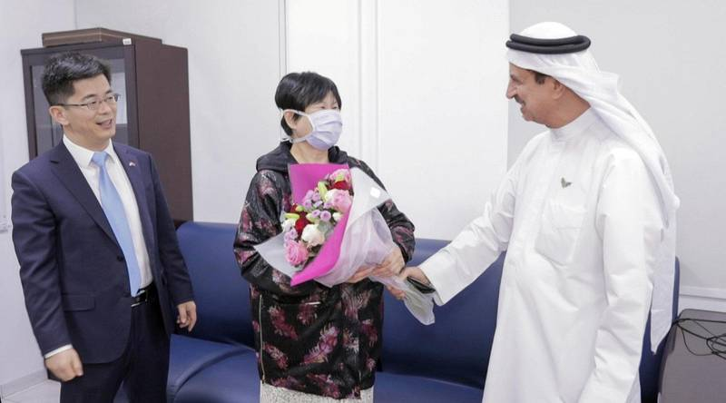 Liu Yujia, the first person in the UAE to recover from coronavirus is congratulated by Consul General Li Xuhang of China and Dr Hussein Al Rand, assistant undersecretary of the Ministry of Health and Prevention, February 9, 2020. WAM